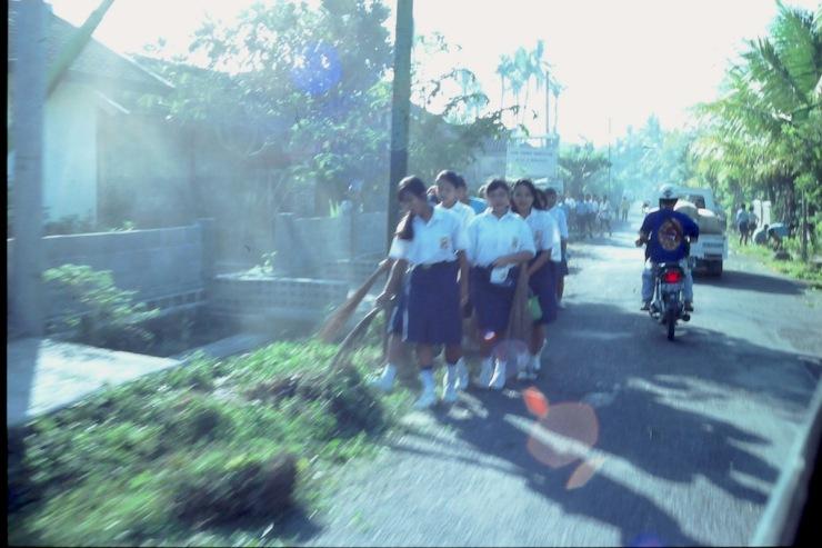 Bali_Schoolgirls